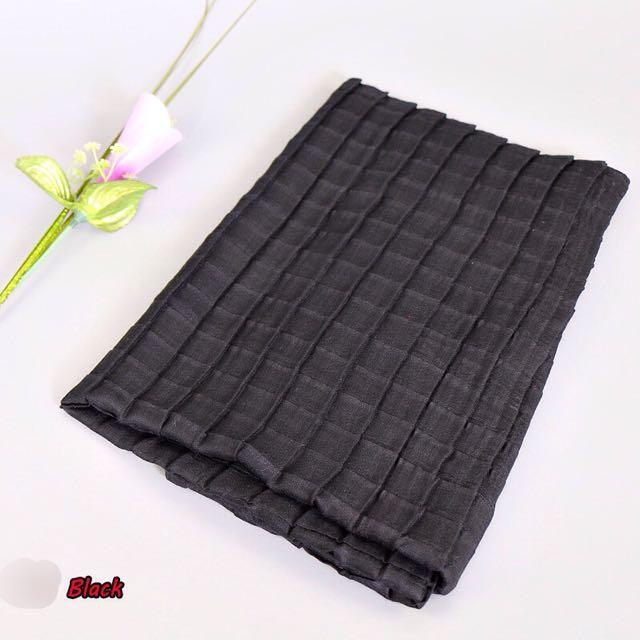 Crumpled Square Pattern Scarf / Hijab