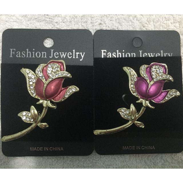 【Fashion Jewelry】歐美品牌-精漾水鑽玫瑰花胸針(桃紅 色)