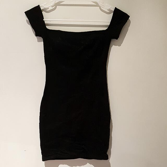LEE's Black Dress
