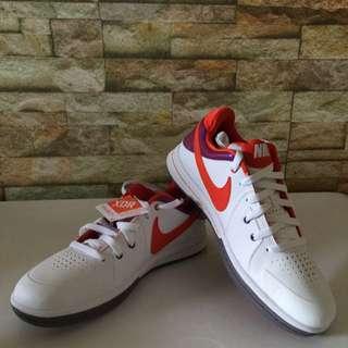 ( PRICE REDUCED ) Nike CRADLE ROCK 2011 shoe