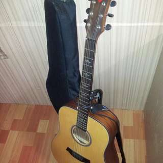 Acoustic guitar (volcano) with strap and guitar rack and thick bag