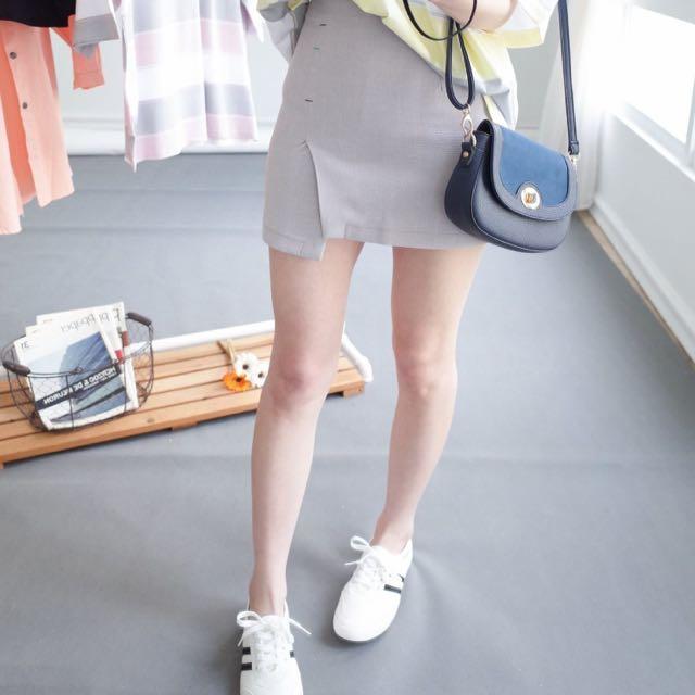 灰色開衩短裙