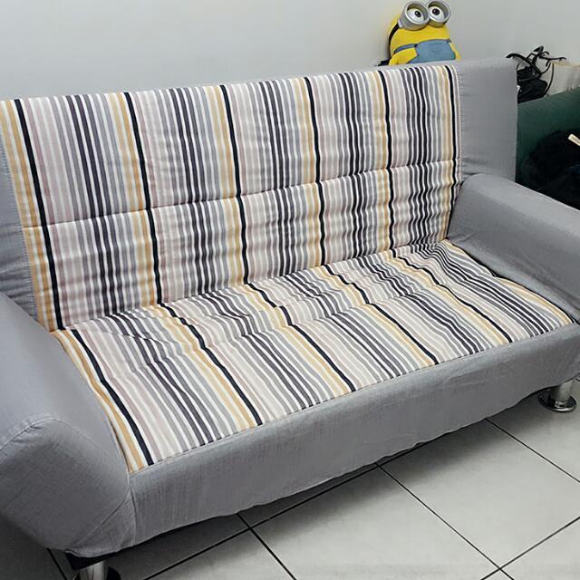 降價囉~~~沙發床  現在只要1500,需要的請趕快跟我聯絡喔,需自行搬運  謝謝