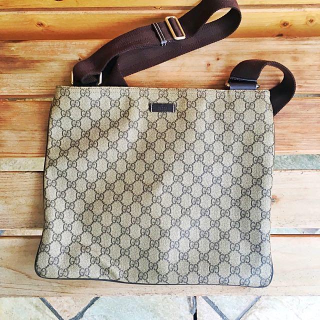 2d18d485c63 Authentic Vintage GUCCI Sling Bag