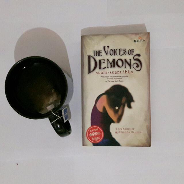 The voices of demons Lori Schiller & Amanda Bennet