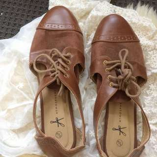 cute vintage brown shoes UK size 6 / 39 price negotiable