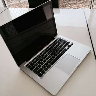 Apple Macbook Pro Mid 2009 Very Clean Perfect Condition