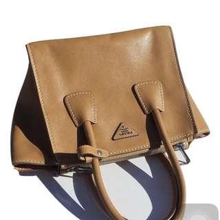 真品 Prada 蝙蝠包 優雅經典款 肩背手提包