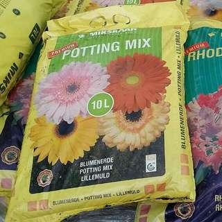 Asst Potting Mix - Mikskaar Potting Mix, Mikskaar Rhododendron Mix, Baba Organic Vegemix & Volcanic Potting Mix