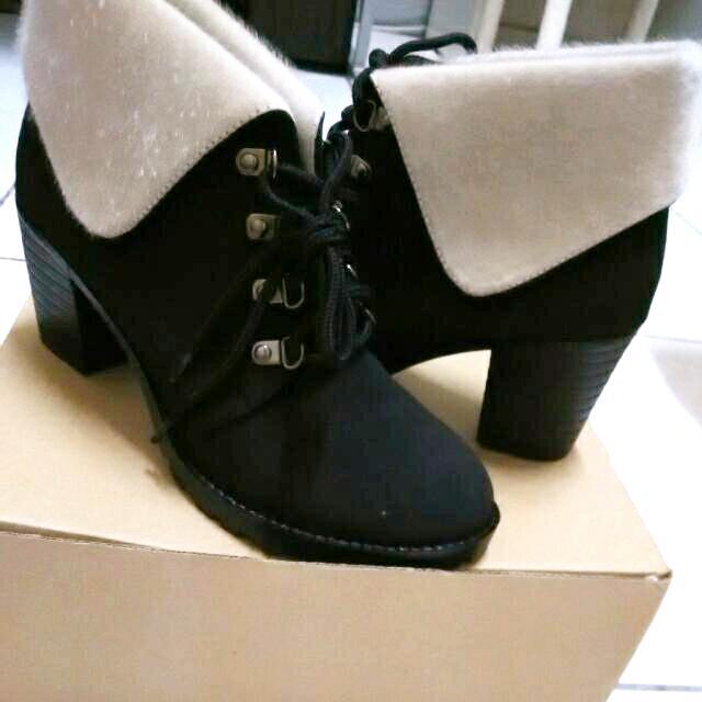 《黑色質感高根短靴》