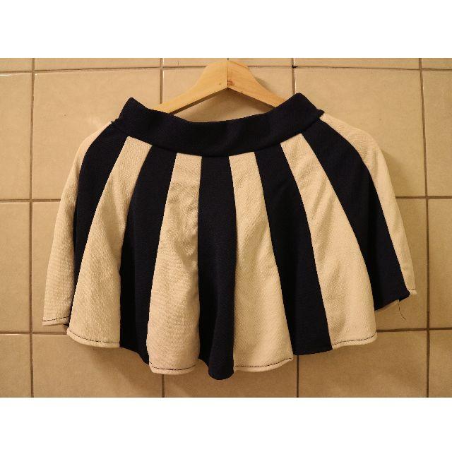 傘狀粗條紋深藍短裙