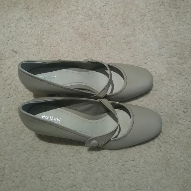 Portland Comfy Work Shoes Size 10