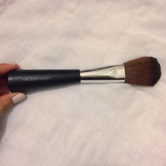The Body Shop Powder Blusher Brush