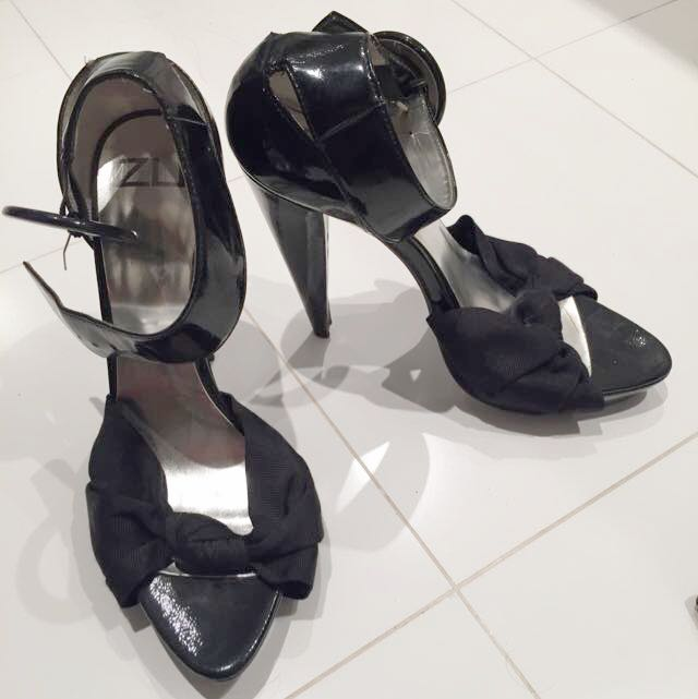 Zu Black Stiletto With Ankle Buckle; Size 8.5