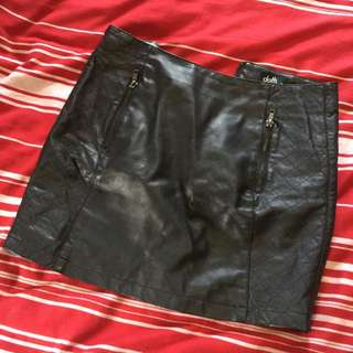 Dotti Size 8 Leather Like Skirt