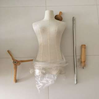 Cloth mannequin for fashion display