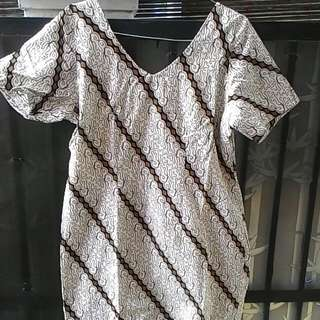 Preloved V-neck Batik Dress