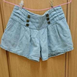 淺藍色鬆緊牛仔短褲