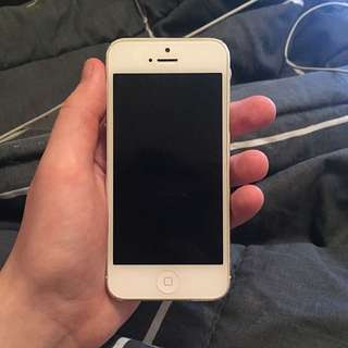 iPhone 5 (16gb) Fully Working!