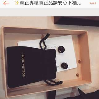 ✨真正專櫃真正品請安心下標💕💫 日本買LV(說明書日文)黑色豆豆金色monogram低調小吸睛耳針式耳環