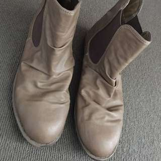 Size 7 Ladies Brown Boots