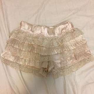 米色蓬蓬褲裙