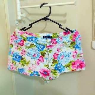 Size 10 White Floral Chicabooti Shorts