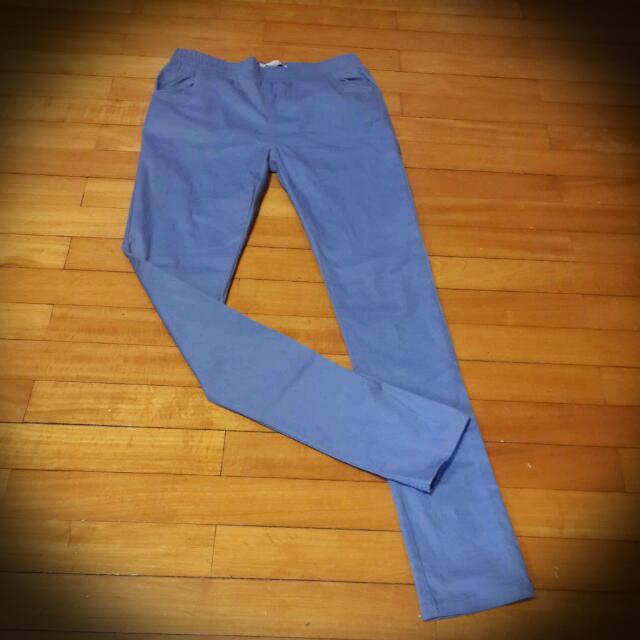 灰藍色緊身褲