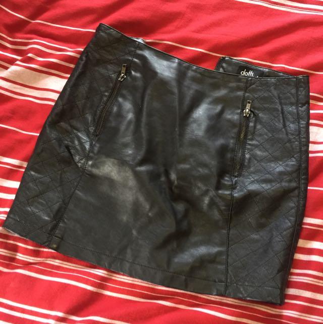Dotti Size 8 Leather Like Skirt