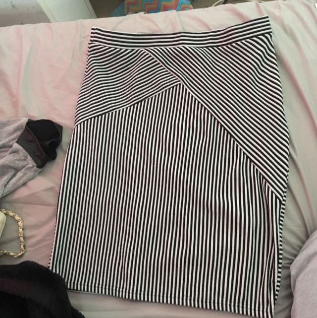 Size 18 Stripped Skirt