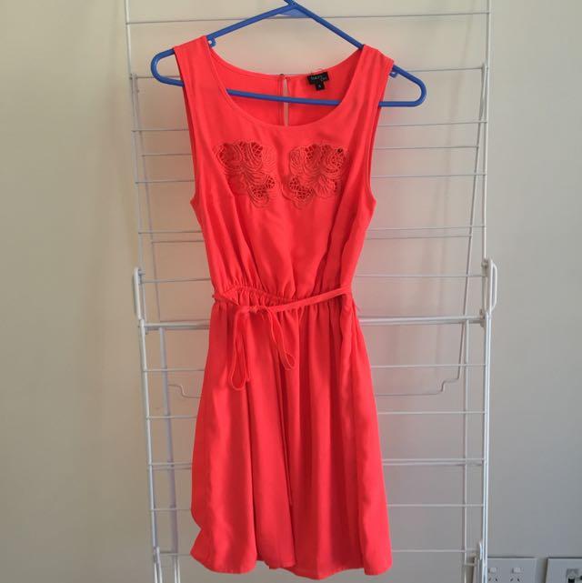 Size 6 Tokito City Dress