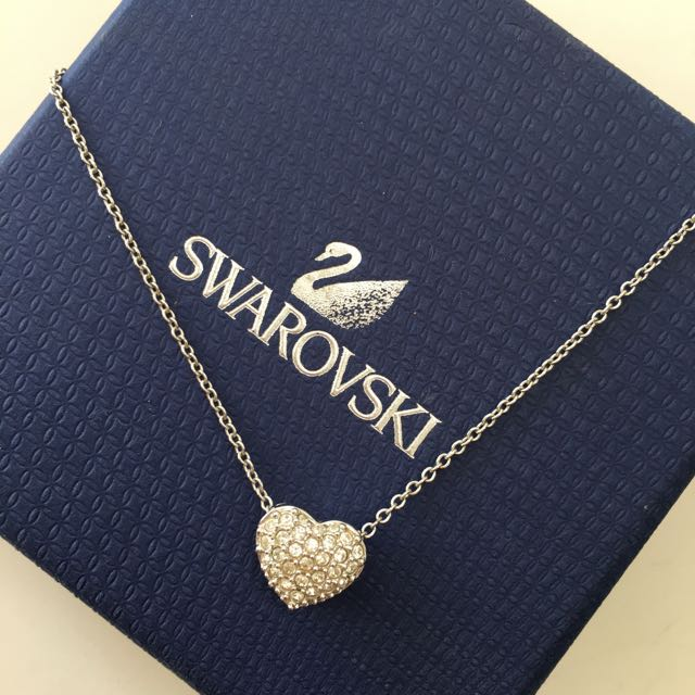 📍ON HOLD📍PRICE REDUCED ‼️ Swarovski Heart Pendant
