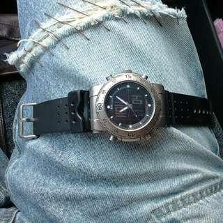 5.11 好手錶。