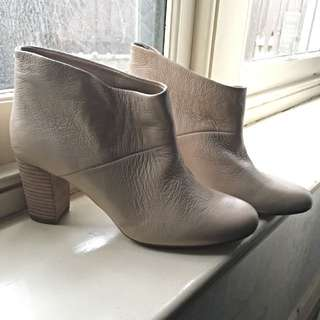 Seed Size 38 Cream Ankle Boots