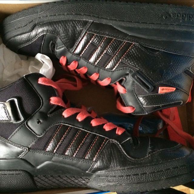 adidas黑色高筒休閒鞋