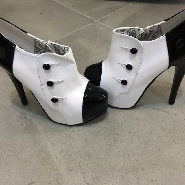 Bordello (Size 6/7) White And Black Patent Ankle Heels