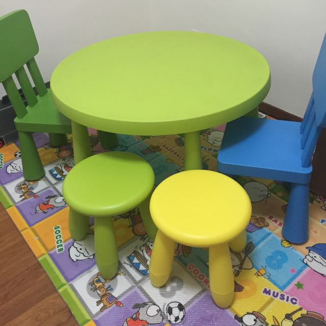 Ikea Table / 4 Chairs
