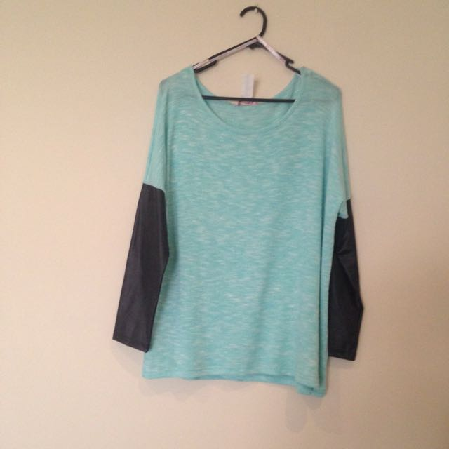 Throw over Jumper Size M