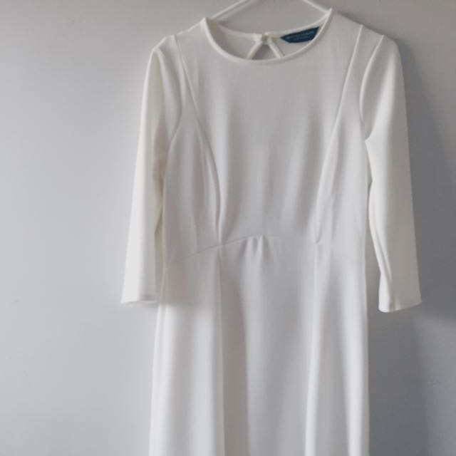 💰 BRAND NEW**White Long Sleeve Midi Dress