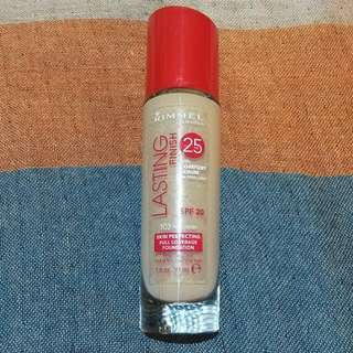 RIMMEL Lasting Finish Foundation Shade True Ivory (Can Also Be Used For Warmer Skin Tones)