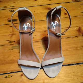 the Iconic Spur Heels SIZE 10