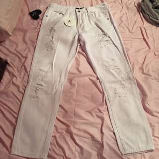WHITE RIPPED JEANS BEGINNING BOUTIQUE NEW WITH TAGS SiZE 12 $30