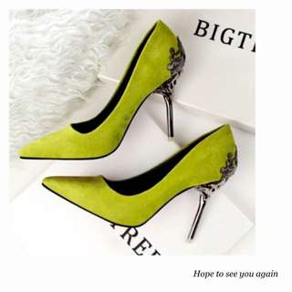 芥綠色絨皮尖頭細高跟鞋
