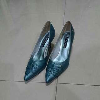 23.5 LIDO 土耳其藍 仿鱷魚皮尖頭低跟鞋