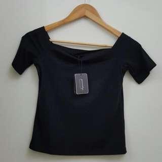 Queen shop 黑色純棉一字領短版上衣