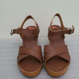 DaisyDays 韓貨 側釦環前交叉楔形涼鞋 咖啡 24cm