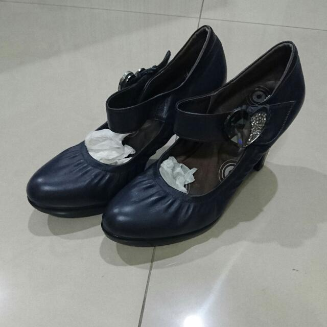 23.5 愛心水鑽 藍黑色高跟鞋