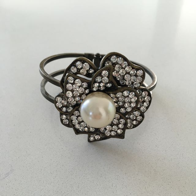 Allanah Hill Rose crystal Pearl Cuff