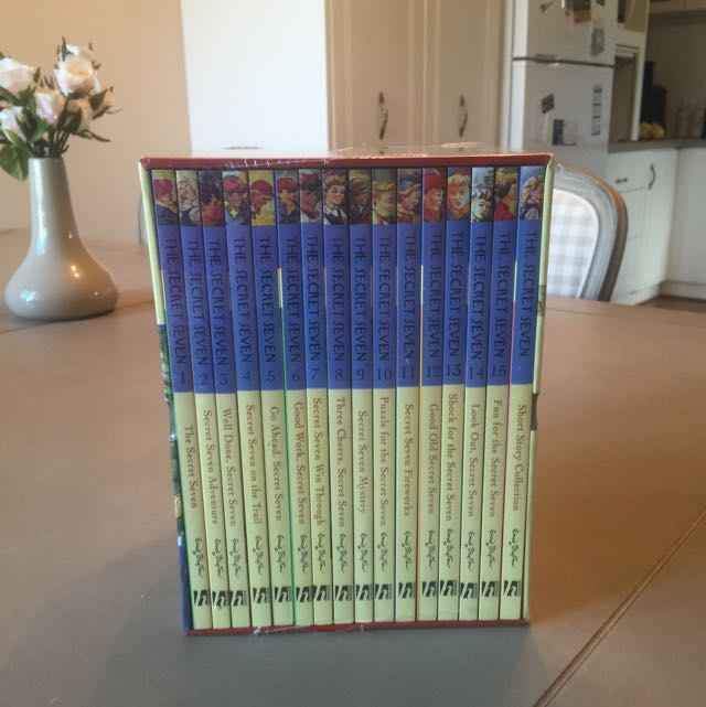 Complete set of Secret Seven books by Enid Blyton
