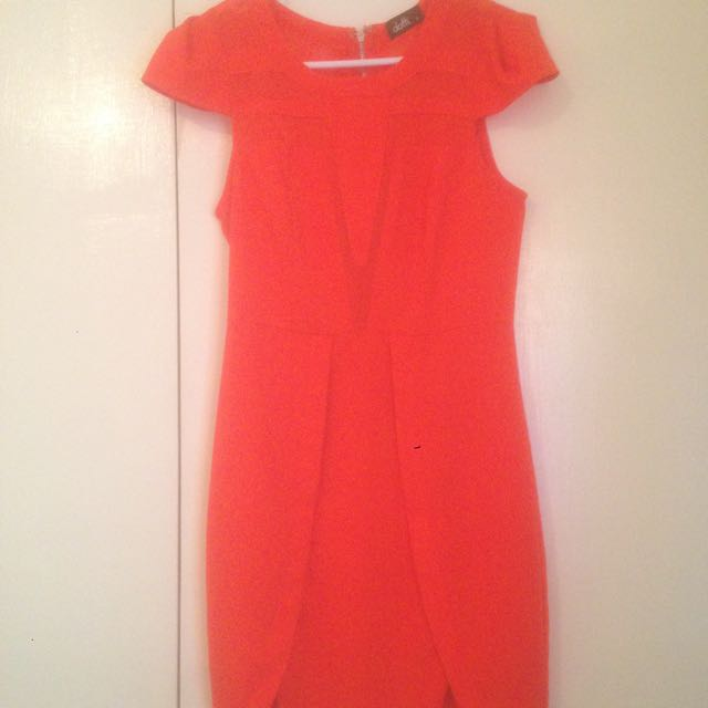 Dress size 6 can fit 8